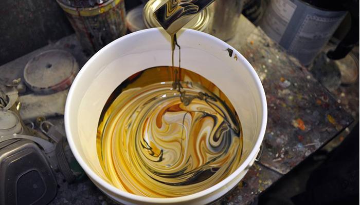 Oltre Design si occupa di produrre installazioni rivestite in resina